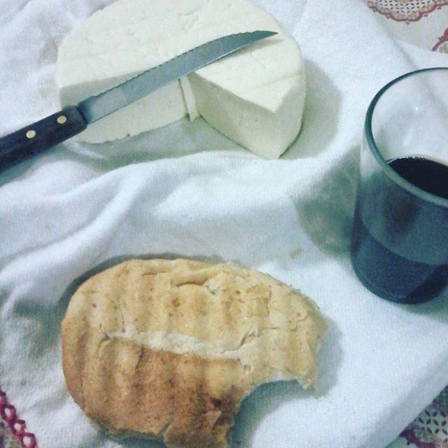 No consigo lidar com essa combinao queijo pao caf