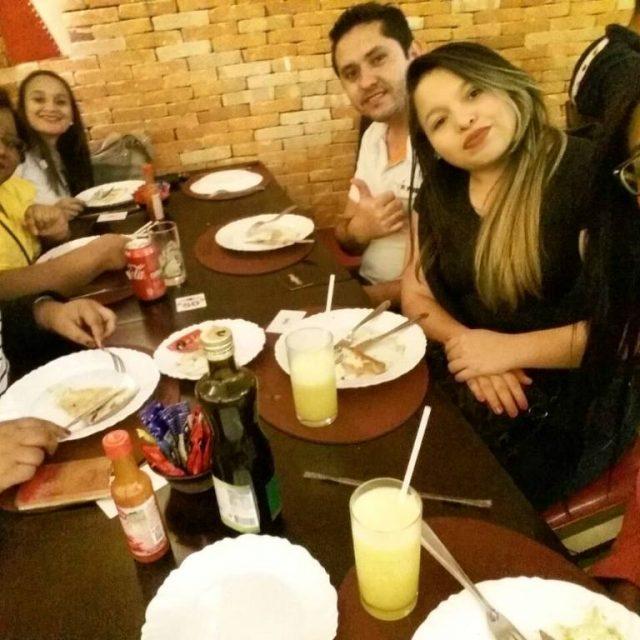 Noite gostosa com pessoas divertidas porque comer  bom ehellip