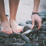 Manicure e pedicure na nova estação: como preparar mãos e pés para o verão